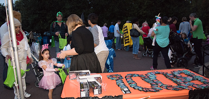 Kids filling their trick or treat bags with pop rocks at the Boo at the zoo Event